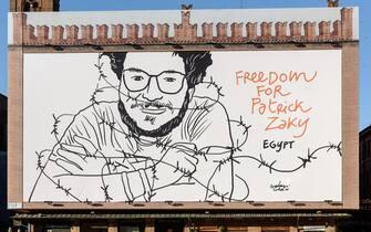 Un grande cartellone che chiede liberta' per Patrick Zaki sulla facciata di Palazzo dei Notai in Piazza Maggiore a Bologna. ANSA/US COMUNE DI BOLOGNA ++ NO SALES, EDITORIAL USE ONLY ++