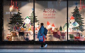 epa08811764 A woman passes a Christmas decorated shopping window in central Stockholm, Sweden, 10 November 2020, amid the continuous spread of the coronavirus disease (COVID-19).  EPA/Fredrik Sandberg/TT *** SWEDEN OUT ***