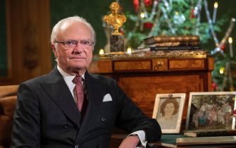 epa08089604 Sweden's King Carl Gustaf poses for a photo, before recording his annual Christmas Day speech to the nation, at Stockholm Castle, Sweden, in this image dated 16 December 2019 and released 25 Demebcer 2019.  EPA/Fredrik Sandberg/TT  SWEDEN OUT
