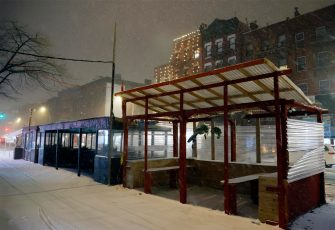 epa08889115 An empty outside dining areas in the East Village of New York, USA, 16 December 2020. New York City restaurants have been ordered to close outdoor dining areas as forecasts expect up to 35 centimeters of snow.  EPA/JASON SZENES