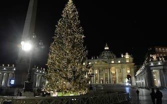 December 11, 2020 : A view of St. Peter's Basilica following the Christmas tree and nativity scene lighting ceremony, at the Vatican. (rome - 2020-12-11, ©VATICAN MEDIA /CPP / IPA) p.s. la foto e' utilizzabile nel rispetto del contesto in cui e' stata scattata, e senza intento diffamatorio del decoro delle persone rappresentate