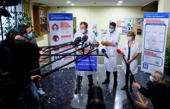 epa08905853 (L-R) Cardiologist Jean Jacques Monsuez, who has just been vaccinated, Head of Geriatric Service Samir Dine and Head of Pharmacy Service Anne Jacolot address the media at Rene-Muret hospital in Sevran, on the outskirts of Paris, France, 27 December 2020, after the first doses of the Pfizer-BioNTech COVID-19 vaccine were given.  A 78-year-old woman was the first person who received a dose of the COVID-19 vaccine in France against Covid-19, as countries of the European Union began a vaccine rollout.  EPA/THOMAS SAMSON / POOL  MAXPPP OUT