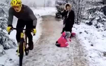 Belgio, ciclista butta a terra una bambina durante allenamento