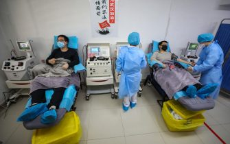epa08227208 Two doctors, both recovered from COVID-19 after a 14-day quarantine, donate plasma at a clinic in Wuhan, Hubei province, China, 18 February 2020 (issued 19 February 2020). Plasma from recovered COVID-19 patients contains antibodies that can help reduce the virus impact in critically ill patients, according to China's National Health Commission.  EPA/YUAN ZHENG CHINA OUT