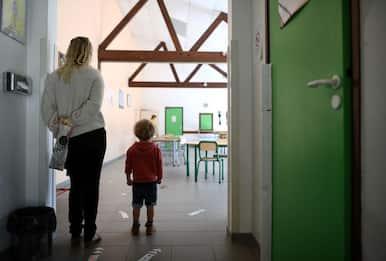 Covid, governo inglese chiude tutte le scuole elementari a Londra