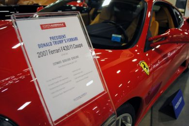 USA, all'asta la Ferrari F430 e la Rolls-Royce di Donald Trump