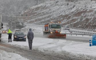 epa08927650 A snowplough tries to clear the A-2 motorway off the snow, in El Bruc (Barcelona), Spain, 09 January 2021. Storm Filomena brought the heaviest snowfalls in decades in the country.  EPA/SUSANNA SAEZ