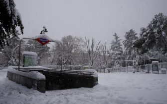 epa08927594 A subway entrance is seen in the aftermath of a heavy snowfall in Madrid, Spain, 09 January 2020. Storm Filomena brought the heaviest snowfall in decades.  EPA/BALLESTEROS