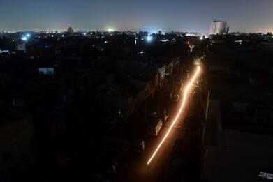 Pakistan, blackout in tutto il Paese per guasto elettrico