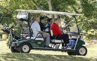 US President Donald J. Trump (R) is sitting on a cart as Japanese Prime Minister Shinzo Abe (2-R) is driving the cart for their playing golf at Mobara Country Club in Mobara, Chiba Prefecture, east of Tokyo, 26 May 2019. US President Trump is in Japan on a four-day state visit. Mobara, JAPAN 26 May 2019. //DATICHE_EPA06/1905260438/Credit:Kimimasa Mayama Pool/SIPA/1905260629 (MOBARA - 2019-05-26, Kimimasa Mayama Pool/SIPA / IPA) p.s. la foto e' utilizzabile nel rispetto del contesto in cui e' stata scattata, e senza intento diffamatorio del decoro delle persone rappresentate