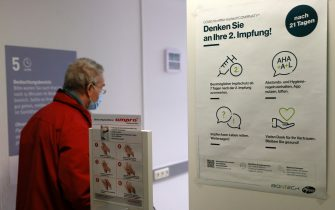 An information sign remembers patients to not forget about the second vaccination inside a vaccination center in Mainz, Germany, Germany, 07 January 2021. Vaccinations against the coronavirus started at centers in Rhineland Palatinate state to curb the COVID-19 pandemic. ANSA/RONALD WITTEK