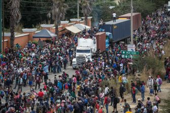 epa08947054 Guatemalan Police dissolves the caravan of thousands of people that blocked the road and took trucks to break the authorities control in Vado Hondo, Chiquimula, Guatemala, 18 January 2021. The Guatemalan security forces forcibly dissolved a migrant caravan of more than 6,000 Hondurans seeking to reach the United States.  EPA/Esteban Biba
