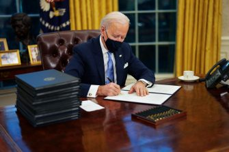 epaselect epa08954623 US President Joe Biden signs executive order on Covid-19 during his first minutes in the Oval Office, in the White House, Washington, DC, USA, 20 January 2021, following his inauguration as  46th President of the United States of America.  EPA/Doug Mills / POOL
