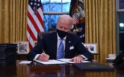Biden, ecco i 17 provvedimenti che segnano la fine dell'era Trump