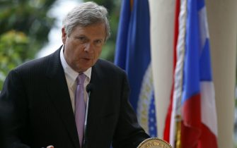 epa05341221 US Agriculture Secretary Tom Vilsack speaks during a press conference after a visit to El Yunque National Forest, Puerto Rico, 01 June 2016. Vilsack is on a two-day visit to Puerto Rico and will meet with Puerto Rican Governor Alejandro Garcia Padilla.  EPA/THAIS LLORCA