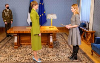 epa08936764 A handout photo made available by the Office of the Estonian President shows Estonian President Kersti Kaljulaid (C) and Reform Party leader Kaja Kallas (R) during their meeting in Tallinn, Estonia, 14 January 2021. President Kaljulaid signed a decree nominating the head of Reform Party Kaja Kallas as the candidate for Prime Minister.  EPA/MATTIAS TAMMET HANDOUT  HANDOUT EDITORIAL USE ONLY/NO SALES