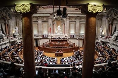 Portogallo, il Parlamento approva la legge che autorizza l'eutanasia
