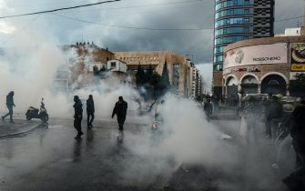 epa08971969 Anti-government protestors during a protest against the lockdown in front the Saraya in Tripoli, northern Lebanon, 28 January 2021. Protestors are demonstration against the economic situations, where Lebanon on 07 January began a complete 25-day closure nationwide, which was extended by the Supreme Defense Council until 08 February, to curb the spread of the Sars-CoV-2 coronavirus.  EPA/STR
