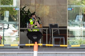epa08976629 A security guard is seen at the Four Points Sheraton hotel in Perth, Australia, 31 January 2021. A security guard working at the quarantine hotel tested positive for Covid-19. West Australian Premier Mark McGowan has announced a five-day lockdown for metropolitan Perth and two nearby regions after a COVID-19 hotel quarantine breach.  EPA/RICHARD WAINWRIGHT AUSTRALIA AND NEW ZEALAND OUT
