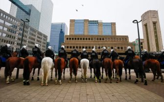 epa08977101 Mounted Police arrive at Brussels' North Station to arrest protesters before they take part in a protest against government-imposed measures to tackle the coronavirus epidemic, in Brussels, Belgium, 31 January 2021. The demonstration was not authorized by the Brussels-Capital / Ixelles police.  EPA/JULIEN WARNAND