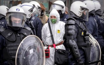 epa08977068 Police detain protesters during a protest against government-imposed measures to tackle the coronavirus epidemic, in Brussels, Belgium, 31 January 2021. The demonstration was not authorized by the Brussels-Capital / Ixelles police.  EPA/OLIVIER HOSLET
