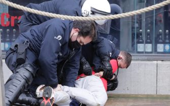 epa08977045 Police detain protesters during a protest against government-imposed measures to tackle the coronavirus epidemic, in Brussels, Belgium, 31 January 2021. The demonstration was not authorized by the Brussels-Capital / Ixelles police.  EPA/OLIVIER HOSLET