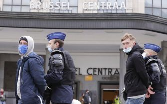 epa08976878 Police detain protesters during a protest against government-imposed measures to tackle the coronavirus epidemic, in Brussels, Belgium, 31 January 2021. The demonstration was not authorized by the Brussels-Capital / Ixelles police.  EPA/OLIVIER HOSLET