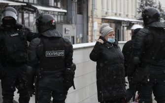 epa08976822 Russian police officers block a street before an unauthorized protest in support of Russian opposition leader Alexei Navalny, Moscow, Russia, 31 January 2021. Navalny was detained after his arrival to Moscow from Germany, where he was recovering from a poisoning attack with a nerve agent, on 17 January 2021. A Moscow judge on 18 January ruled that he will remain in custody for 30 days following his airport arrest. Navalny urged Russians to take to the streets to protest. In many Russian cities mass events are prohibited due to an increase in COVID-19 cases.  EPA/YURI KOCHETKOV
