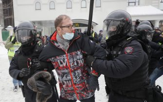 epa08976764 Russian police officers detain protester during an unauthorized protest in support of Russian opposition leader Alexei Navalny, Moscow, Russia, 31 January 2021. Navalny was detained after his arrival to Moscow from Germany, where he was recovering from a poisoning attack with a nerve agent, on 17 January 2021. A Moscow judge on 18 January ruled that he will remain in custody for 30 days following his airport arrest. Navalny urged Russians to take to the streets to protest. In many Russian cities mass events are prohibited due to an increase in COVID-19 cases.  EPA/SERGEI ILNITSKY