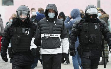 epa08976844 Russian police officers detain protester during an unauthorized protest in support of Russian opposition leader Alexei Navalny, Moscow, Russia, 31 January 2021. Navalny was detained after his arrival to Moscow from Germany, where he was recovering from a poisoning attack with a nerve agent, on 17 January 2021. A Moscow judge on 18 January ruled that he will remain in custody for 30 days following his airport arrest. Navalny urged Russians to take to the streets to protest. In many Russian cities mass events are prohibited due to an increase in COVID-19 cases.  EPA/YURI KOCHETKOV