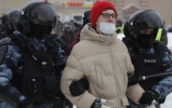 epa08976740 Russian police officers detains protester during an unauthorized protest in support of Russian opposition leader Alexei Navalny, Moscow, Russia, 31 January 2021. Navalny was detained after his arrival to Moscow from Germany on 17 January 2021. A Moscow judge on 18 January ruled that he will remain in custody for 30 days following his airport arrest. Navalny urged Russians to take to the streets to protest. In many Russian cities mass events are prohibited due to an increase in COVID-19 cases.  EPA/SERGEI ILNITSKY