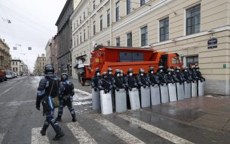 epa08976702 Russian special police units officers block a street before an unauthorized protest in support of Russian opposition leader Alexei Navalny, in St. Petersburg, Russia, 31 January 2021. Navalny was detained after his arrival to Moscow from Germany on 17 January 2021. A Moscow judge on 18 January ruled that he will remain in custody for 30 days following his airport arrest. Navalny urged Russians to take to the streets to protest. In many Russian cities mass events are prohibited due to an increase in COVID-19 cases.  EPA/ANATOLY MALTSEV