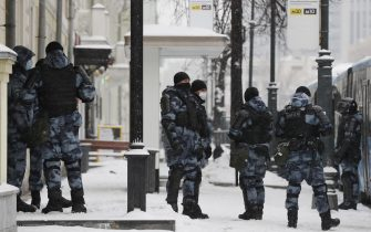 epa08976705 Russian special police units officers block a street before an unauthorized protest in support of Russian opposition leader Alexei Navalny, in St. Petersburg, Russia, 31 January 2021. Navalny was detained after his arrival to Moscow from Germany on 17 January 2021. A Moscow judge on 18 January ruled that he will remain in custody for 30 days following his airport arrest. Navalny urged Russians to take to the streets to protest. In many Russian cities mass events are prohibited due to an increase in COVID-19 cases.  EPA/ANATOLY MALTSEV
