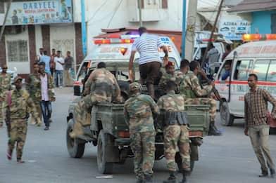 Somalia, attacco terroristico a hotel di Mogadiscio: ci sono morti