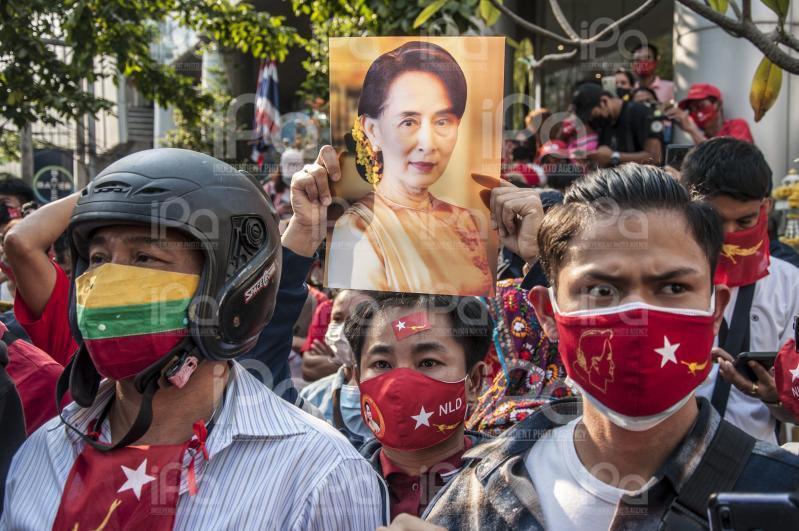 Birmania, militari bloccano l'accesso a Facebook dopo colpo di stato