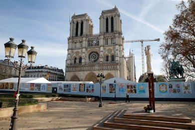 """Parigi, cercasi pietre """"esteticamente compatibili"""" per Notre-Dame"""