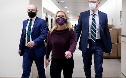 Usa: Camera rimuove Greene, deputata vicina a QAnon, dalle commissioni