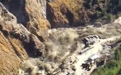 India, crolla ghiacciaio sull'Himalaya: morti e dispersi. IL VIDEO
