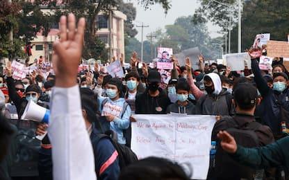 Birmania, quarto giorno di proteste: scatta la legge marziale