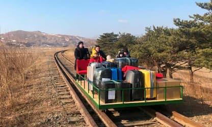 Covid, diplomatici russi lasciano Nord Corea su carrello ferroviario