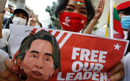 Birmania, Aung San Suu Kyi al processo in collegamento video