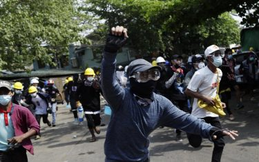 epa09047973 Demonstrators flee as riot police officers advance on them during a protest against the military coup in Yangon, Myanmar, 03 March 2021. Foreign ministers of the Association of Southeast Asian Nations (ASEAN) called for a halt of violence during a meeting on 02 March as protests continued amid rising tension in the country between anti-coup protesters and security forces.  EPA/LYNN BO BO