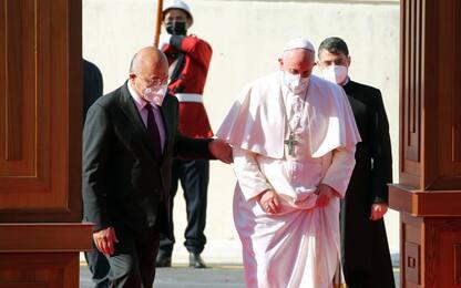 """Papa Francesco in Iraq, il Pontefice è a Baghdad: """"Basta violenze"""""""
