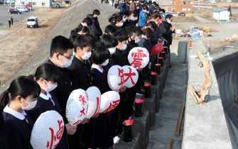 epa09066857 School students observe a moment of silent prayers for the victims of the devastating 2011 earthquake and tsunami in Miyako, Iwate prefecture, northeastern Japan, 11 March 2021. Japan is commemorating the 10th anniversary of the Great East Japan Earthquake and subsequent tsunami in which approximately 20,000 people lost their lives on 11 March 2011.  EPA/JIJI PRESS JAPAN OUT EDITORIAL USE ONLY/  NO ARCHIVES
