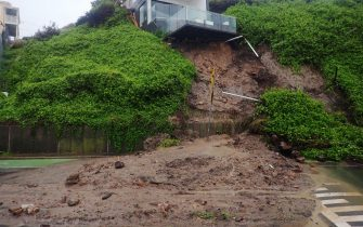 epa09087253 A house is seen after a landslip took out some of its foundations, forcing the road to be closed in Shortland esplanade, Newcastle, New South Wales, Australia, 21 March 2021. More rain is forecast for the New South Wales coast and other parts of the state, with flood warnings in place and the premier advising residents to stay home.  EPA/DARREN PATEMAN  AUSTRALIA AND NEW ZEALAND OUT