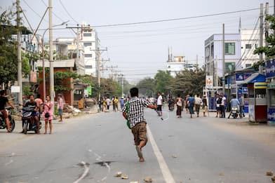 Birmania, 600 vittime dall'inizio delle proteste contro il golpe