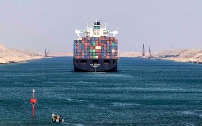 Egitto, cargo arenato blocca traffico marittimo nel canale di Suez