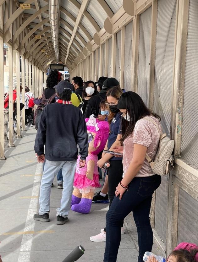 migranti confine messico
