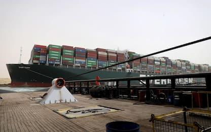 Canale di Suez bloccato, finite operazioni di dragaggio