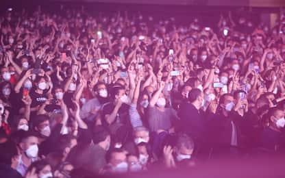 Covid, a Barcellona concerto live con 5.000 persone. LE FOTO
